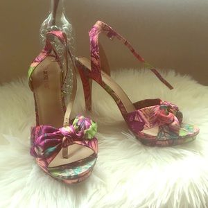 Floral pink heels with bow